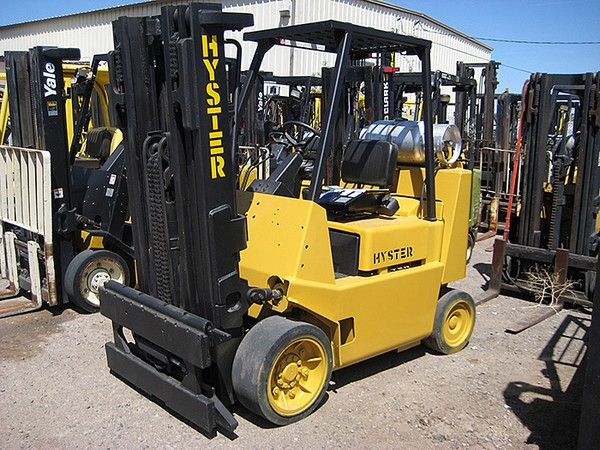 Forklift Dealers and About Forklift Machines