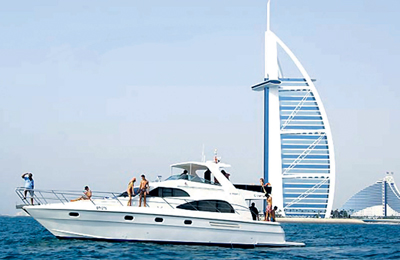 yacht rental available in Dubai