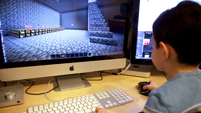 kid-playing-minecraft (1)
