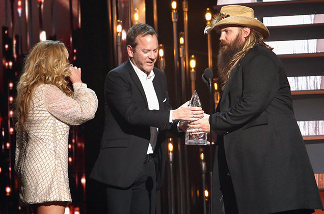 kiefer-sutherland-chris-stapleton-CMA-show-2015-billboard-650