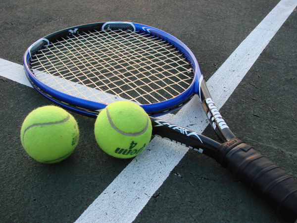 Choose Best Tennis Racquets from Ecommerce Websites by Going Through Specifications!