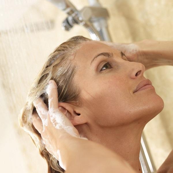 wash your hairs using shampoo