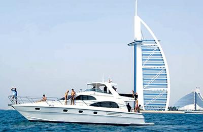 yacht rental available in Dubai