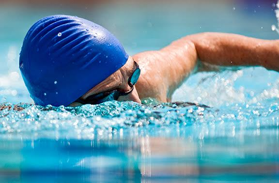 Swimming-to-ease-back-pain