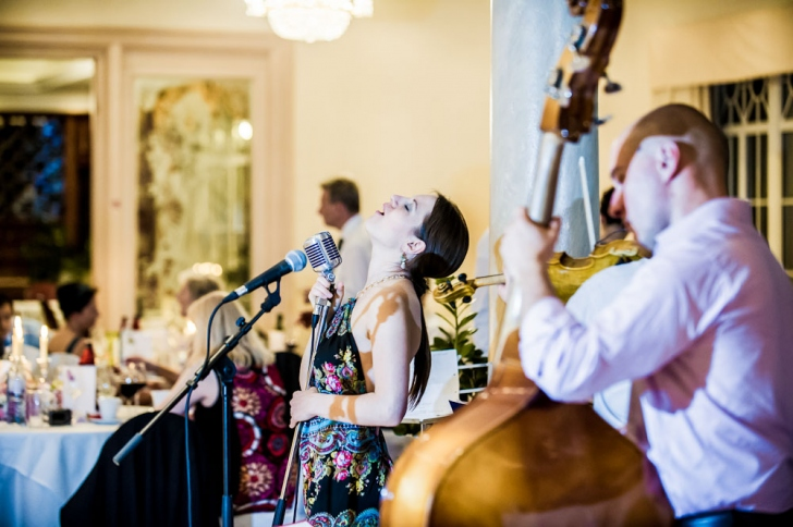 5 GREAT WAYS TO SAVE MONEY ON A WEDDING MUSIC BAND