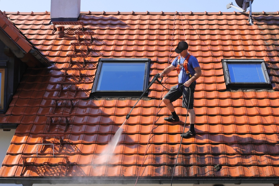DIY Solutions For Cleaning Your Roof